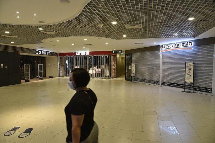 070420 - Retails Sale Plunge 52.1%